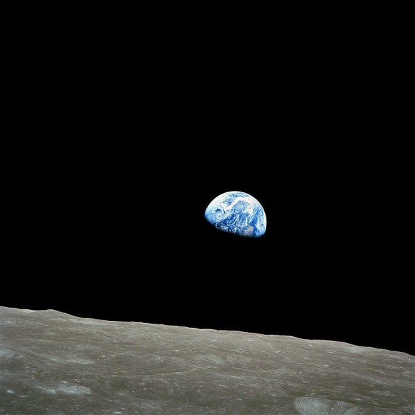 900px-NASA-Apollo8-Dec24-Earthrise